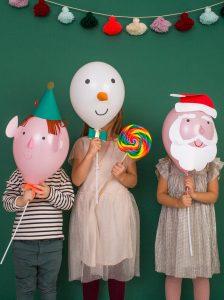 Boern-med-de-skoenne-jule-balloner-fra-Meri-Meri