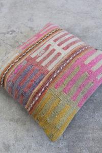Kelimpuder-med-okker-og-pink-farver-nr-1001-til-kr-399,-