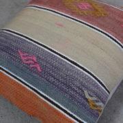 Laekker-stribet-kelimpude-med-rosa-farver-nr-743
