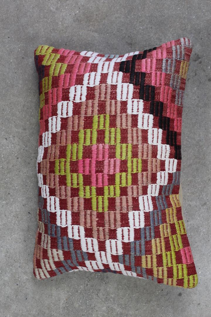 Kelimpude-nr-881-med-rosa-farver