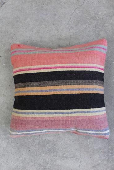 Kelimpude-med-striber-i-rosa-farver-nr-912