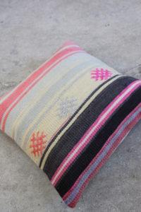 Kelimpude-med-pink-farver-nr-982-til-kr-399,-