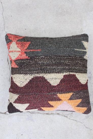 Kelimpude-med-flotte-brune-farver-nr-633