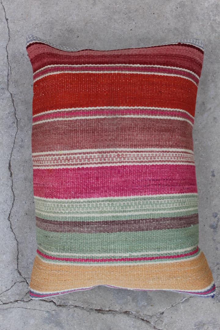 Kelimpude-med-flotte-roede-farver-nr-640