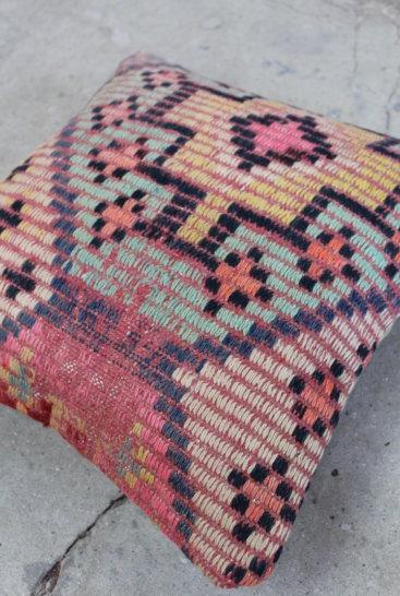 Flot-kelimpude-med rosa-farver-nr-657