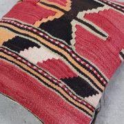 Smuk-kelimpude-i-roede-farver-nr-677