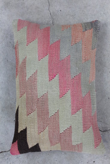 Aflang-kelimpude-i-slidte-rosa-farver