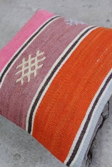 Flot-Stribet-kelimpude-i-pink-og-orange-farver-nr-729