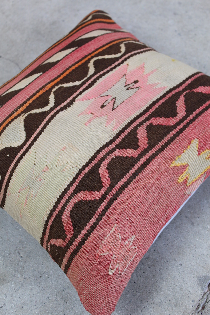 Flot-Kelimpude-med-rosa-farver-nr-768