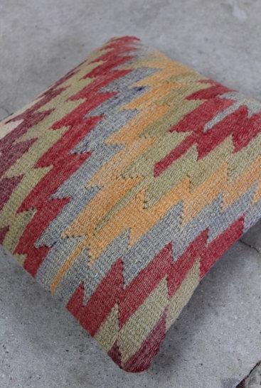 vintage-Kelim-pude-nr-770-med-flot-zigzag-moenster