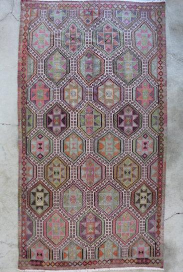 Kelimtaeppe-med-rosa-farver-str-167-x-313-cm