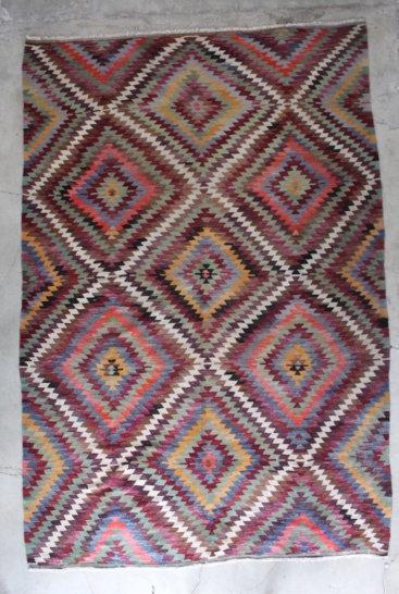 Kelimtaeppe-i-smukke-farver-maal-219-x-326-cm