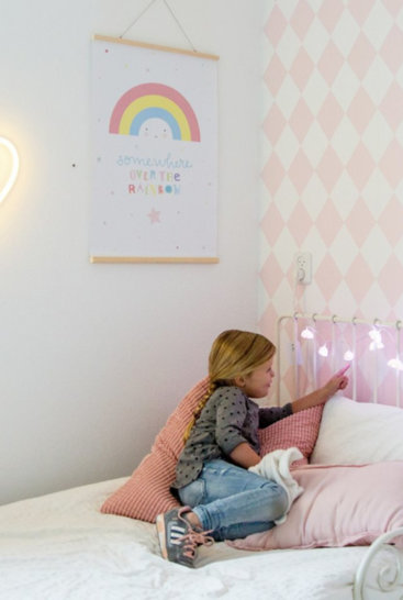 A-little-lovely-company-lyskæde-små-skyer-på seng