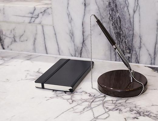 classic-penholder-on-marble