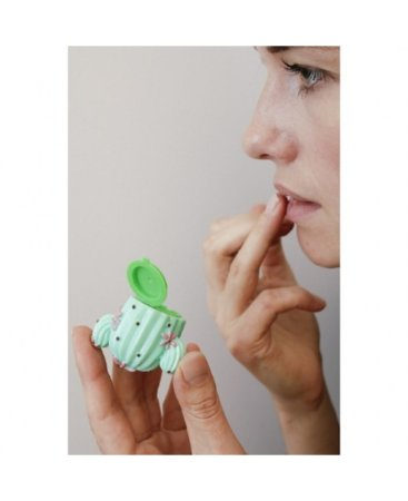 how-to-use-cactus-lip-balm