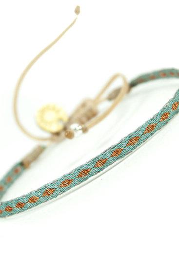 Armbaaånd-i-turkise-og-kobber-farver