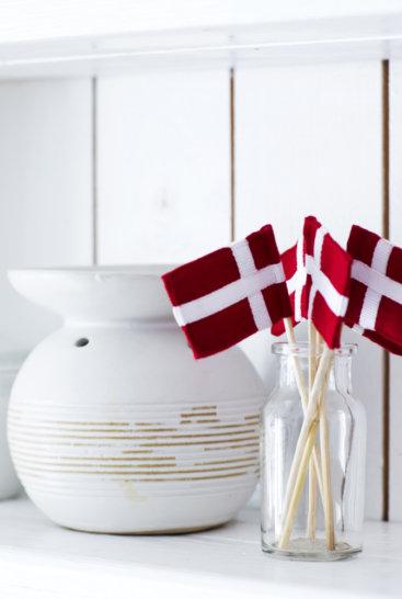 Lagkageflag-paa-hylde