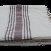 hammam-haandklaede-offwhite-med-brun-strib-foldet