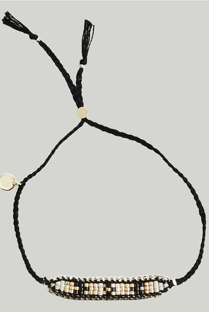 Armbaand-med-perler-bredt