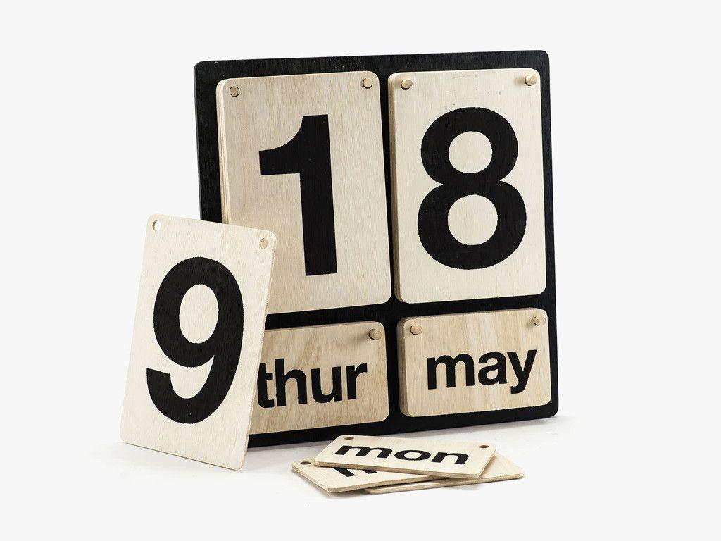 Lightyear-kalender-i-trae-fra-House-Doctor