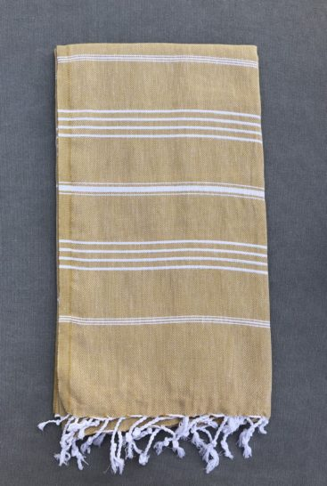 okker-farvet-hammam-haandklaede-med-striber