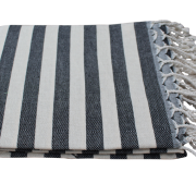 Sort-og-offwhite-stribet-hammam-haandklaede-foldet