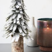 Juletrae-med-sne-set-taet-paa