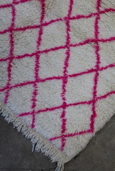 Råhvidt-og-pink-azilal-taeppe-str-110-x-145-cm