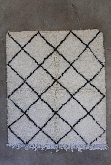 Sort-og-hvidt-azilal-taeppe-i-str-115-x-140-cm
