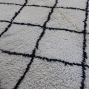 Sort-og-hvidt-azilal-taeppe-i-str-115-x-140