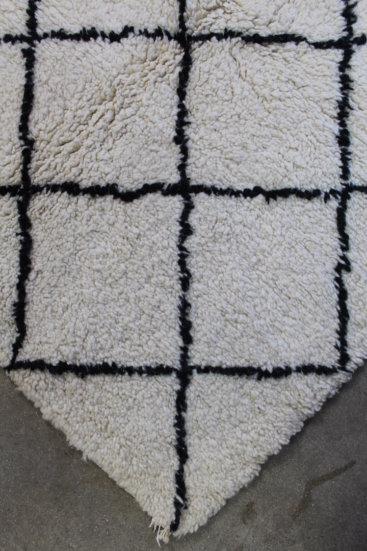 Unikt-sort-og-hvidt-azilal-taeppe-i-str-115-x-140