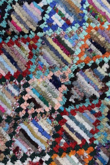 Laekkert-taeppe-fra-Marokko-med-maal-140-x-240-cm