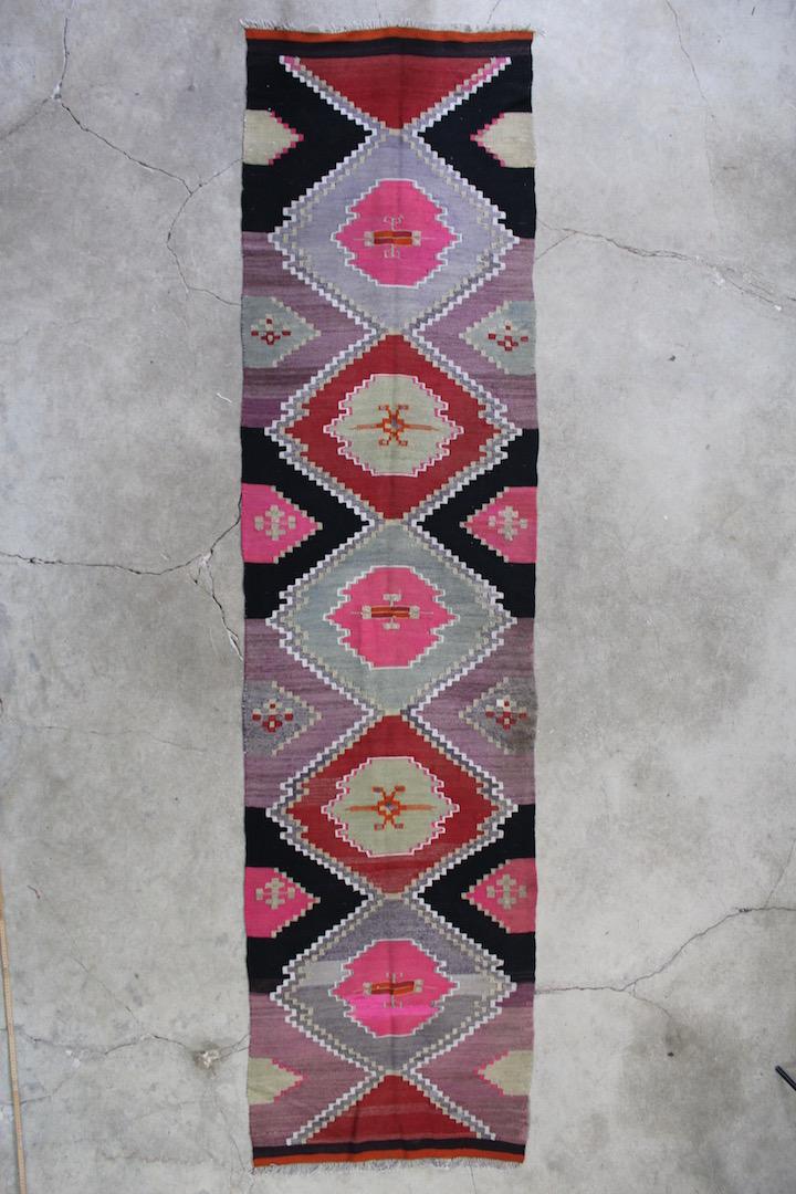 Flot-grafisk-kelimloeber-str-80-x-325-cm