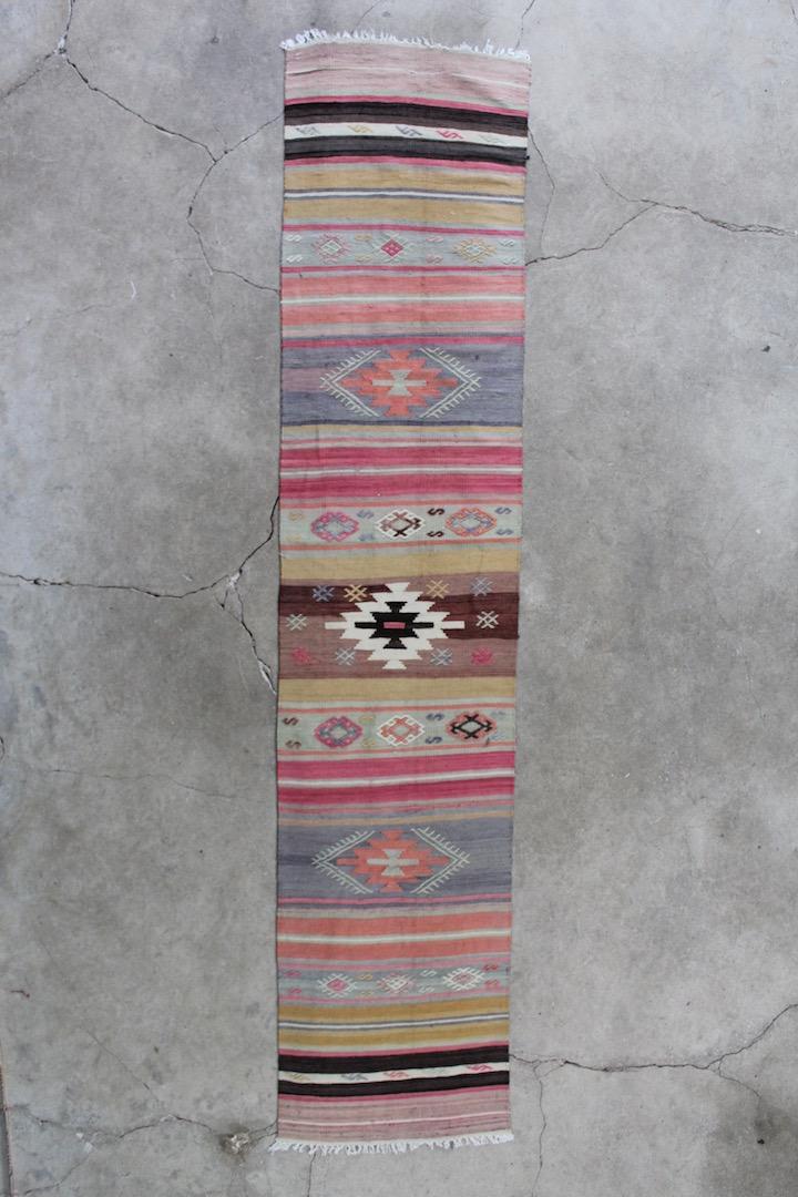 Kelimloeber-med-rosa-farver-str-56-x-275-cm