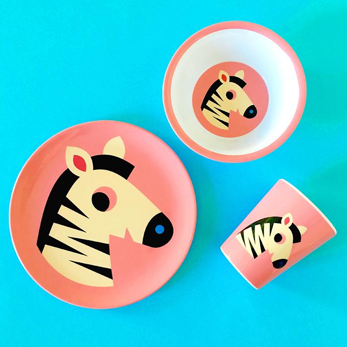 Boerneserie-i-melamin-med-pink-zebra