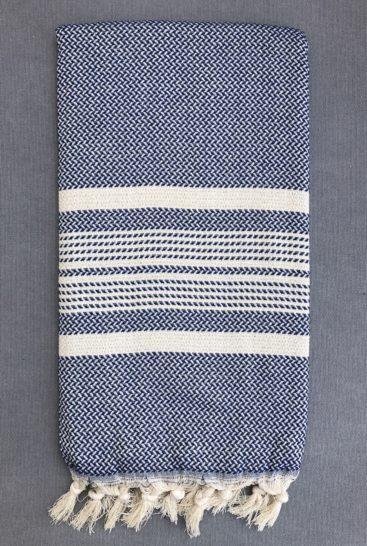 marineblaat-hammam-haandklaede-med-sildebensmoenster