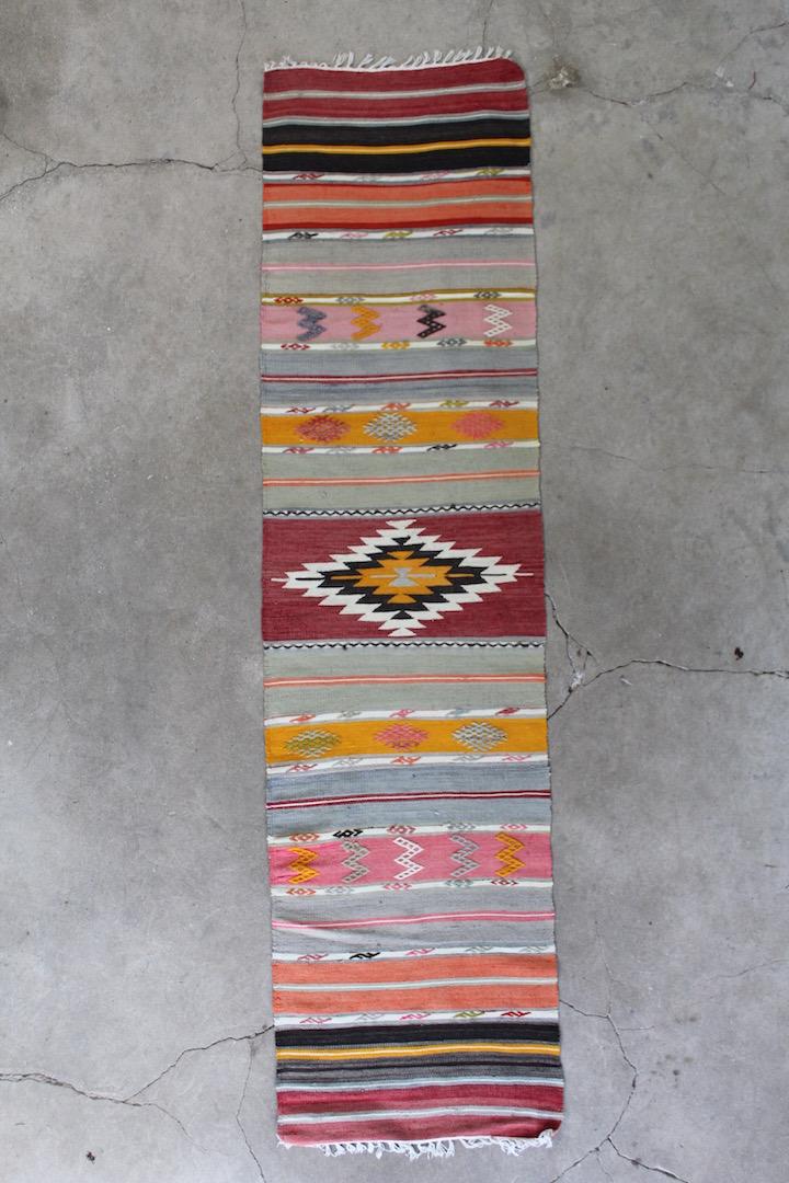 Flot-kelimloeber-med-maalene-62-x-250-cm