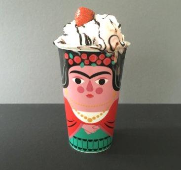 Kop-til-kaffe-med-Frida-Kahlo