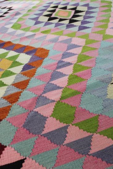 Smukt-kelimtaeppe-str-166-x-290-cm-i-rosa-farver
