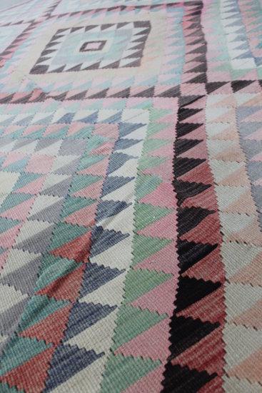 Laekkert-kelimtaeppe-i-stoevede-farver-str-190-x-276