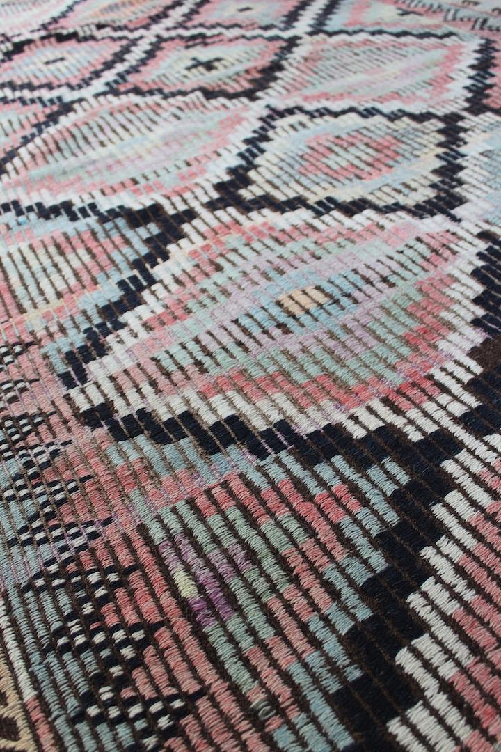 Smukt-kelimtaeppe-i-flotte-farver-str-141-x-269