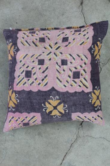 Kvadratisk-saripude-i-lilla-farver-nr-026