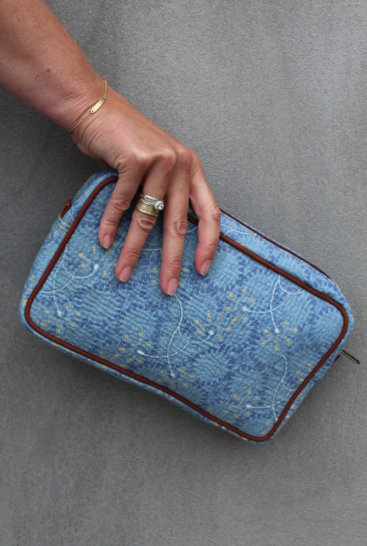 lyseblaa-clutch-syet-af-vintage-sari-plaider-nr-007