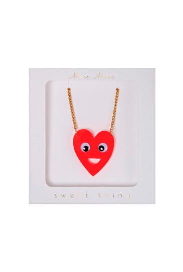 Meri-Meri-halskaede-med-hjerte-i-akryl
