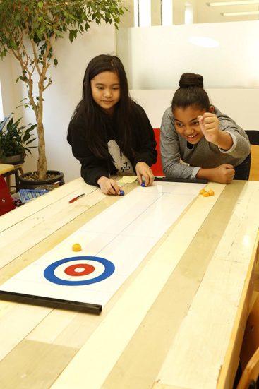 Curling-bord-spil-til-hele-familien