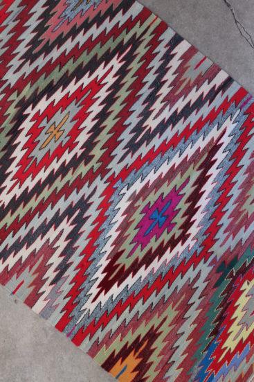 Flot-grafisk-kelimtaeppe-i-str-105-x-234-cm