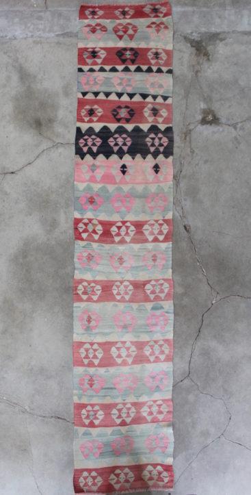 Kelimloeber-med-pink-farver-i-str-74-x-385-cm