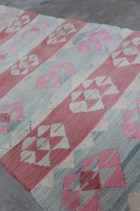 Lang-kelimloeber-med-pink-farver-i-str-74-x-385