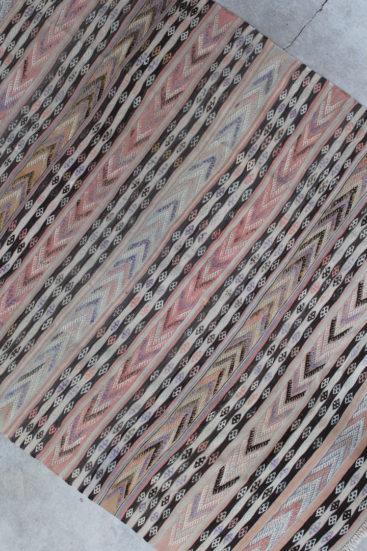 Kelimtaeppe-med-rosa-farver-i-str-157-x-227