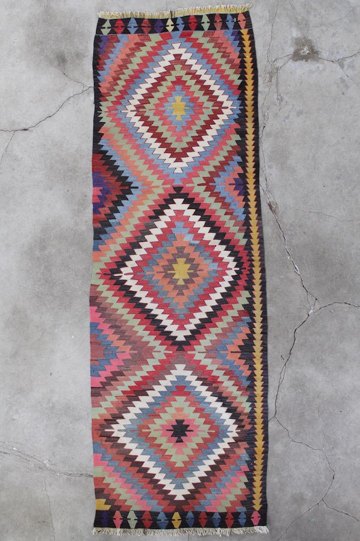 Grafisk-kelimloeber-i-smukke-farver-i-str-93-x-285-cm